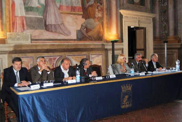 Da sinistra: Ass. Ubertini, Ass. Bartoletti, Arch. Gai, Arch. Contardi,  Arch. Fidanza, Prof. Karrer, arch. Carini